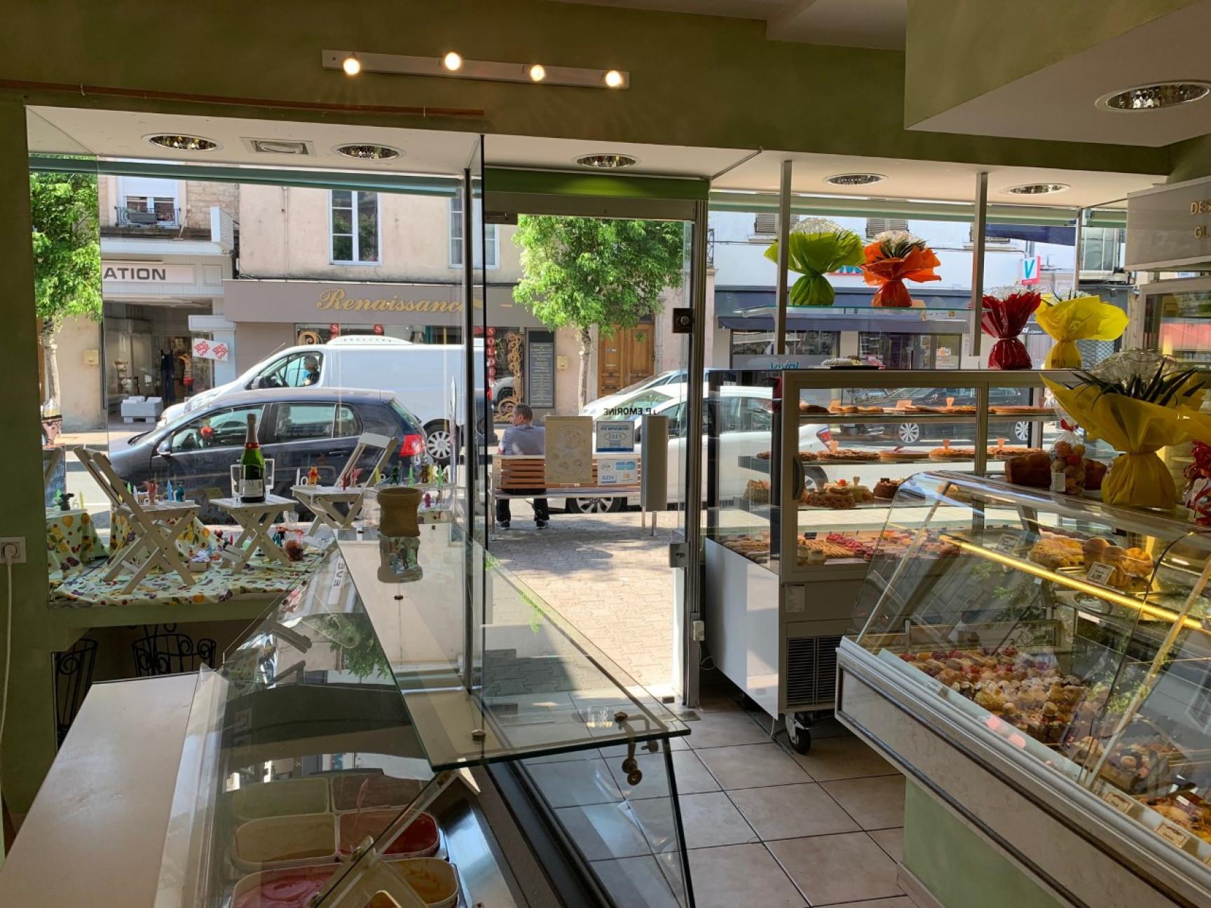 Pâtisserie Chocolaterie à 2 endroits stratégiques